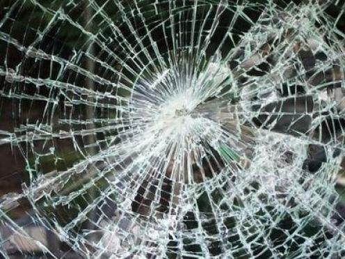 Йошкаролинку в троллейбусе засыпало стеклом