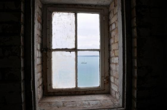 Утром в Йошкар-Оле мужчина выпал из окна
