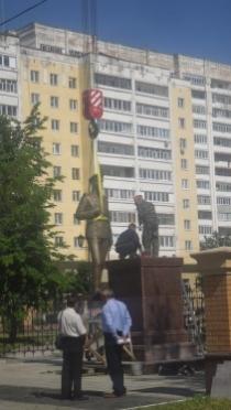Четырехметровый бронзовый солдат появился в центре Йошкар-Олы
