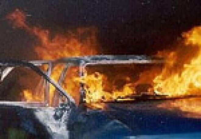 В Марий Эл на 99 км автодороги Вятка взорвался и сгорел автомобиль Volkswagen Golf