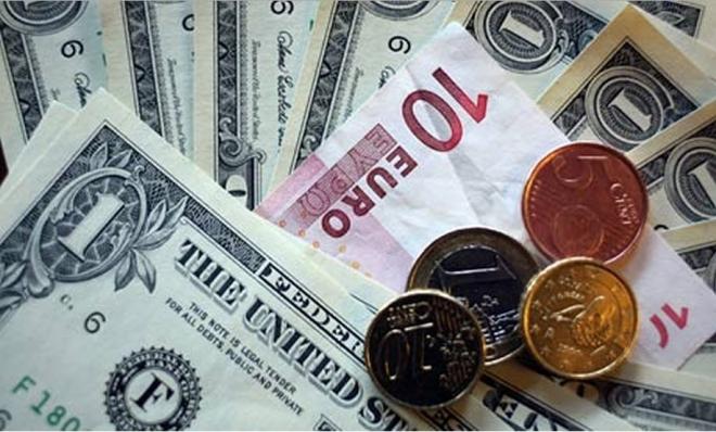 Новая рабочая неделя началась с падения рубля