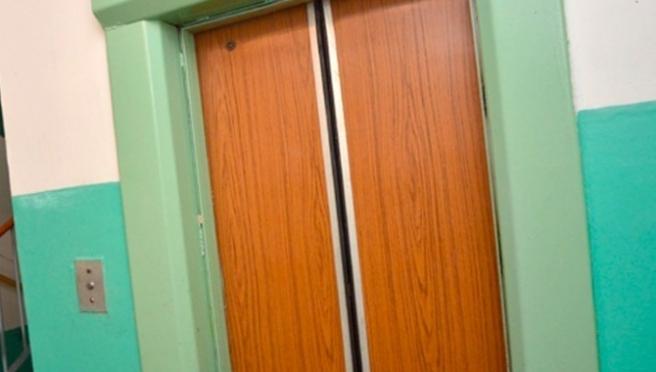 Грабитель поджидал свою жертву в подъезде у лифта