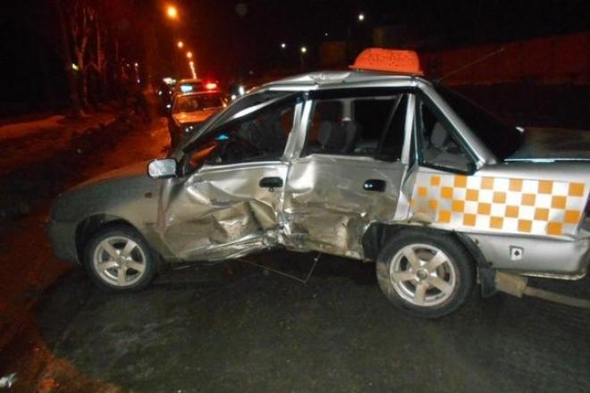 Пятничным вечером дорогу в Ширяйково не поделили две иномарки