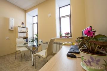 Кабинет врача-психотерапевта медицинского центра Люцины Лукьяновой.