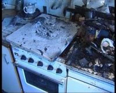 87-летняя старушка устроила пожар, чудом оставшись жива