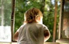 В поселке Килемары мальчик выпал из окна третьего этажа
