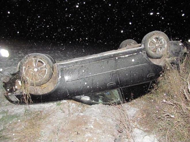 В Медведевском районе иномарка опрокинулась в кювет
