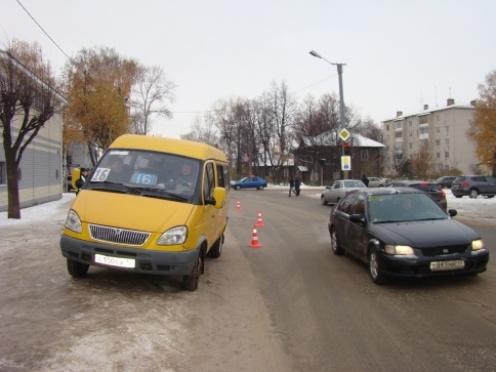 «Маршрутка» на пешеходном переходе сбила мать с дочерью