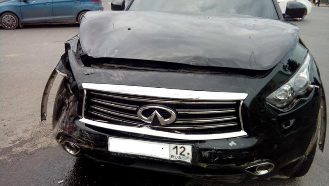 На перекрестке в Йошкар-Оле столкнулись ВАЗ-2170 и иномарка