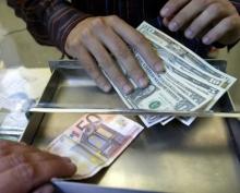 Россиян хотят избавить от долларов