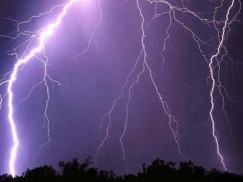 В Марий Эл молния стала причиной двух пожаров