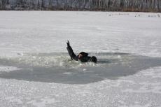 Спасатели напоминают о мерах безопасности на льду