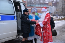 Полицейские Марий Эл перевоплощаются в новогодних персонажей