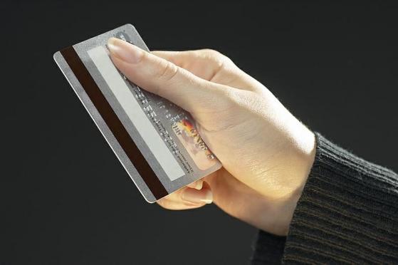 С банковских карт йошкаролинцев мошенники списывают крупные суммы денег