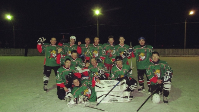 Горномарийские хоккеисты состязались на свежем воздухе