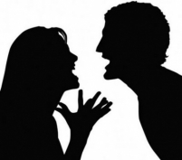Ревнивец порезал сожительницу и облил квартиру бензином, угрожая поджечь