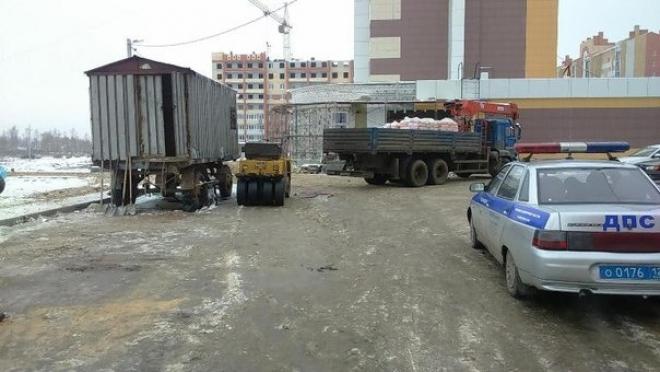 В Йошкар-Оле водителя асфальтового катка задавил КамАЗ