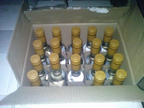 Тренер спортшколы дал полицейскому взятку — 7 бутылок водки