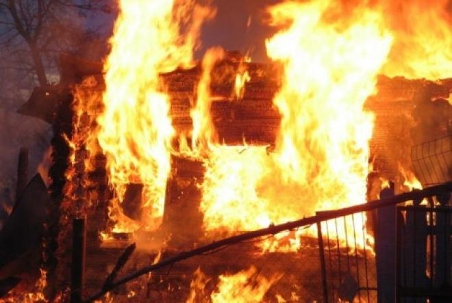 В Волжском районе по вине пьяного хозяина выгорел дом