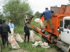 Чиновники, бизнесмены, студенты и силовики вышли на уборку города
