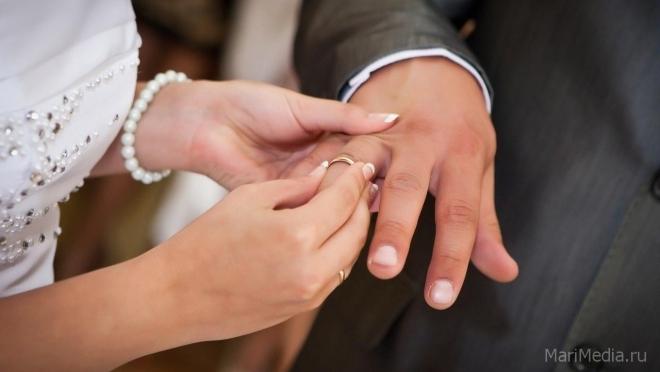 В Марий Эл стали меньше рожать, но больше — жениться