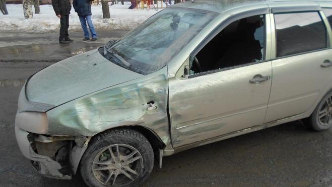 В центре Йошкар-Олы «Калина» врезалась в грузовик