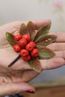 Осенняя брошка в технике керамической флористики