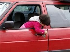 За ребенка «забытого» в машине планируют штрафовать и лишать водительских прав