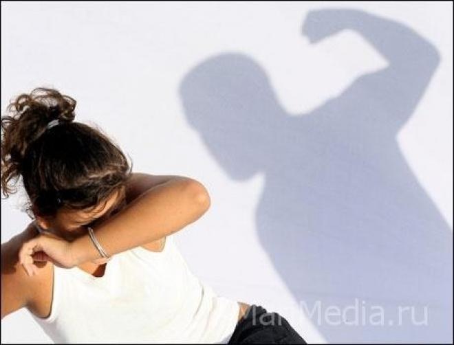 Мужчина несколько месяцев избивал сожительницу и её детей