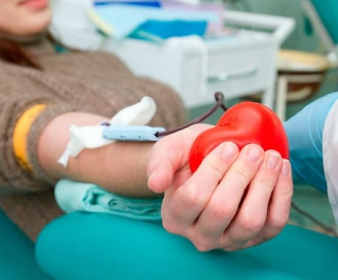 Тяжелобольному ребенку срочно требуется кровь четвертой группы