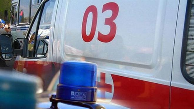 Школьница попала под колёса сразу двух автомобилей