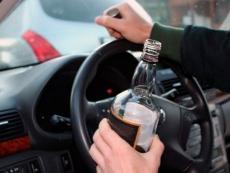 Водителям разрешили пить за рулем в припаркованных автомобилях