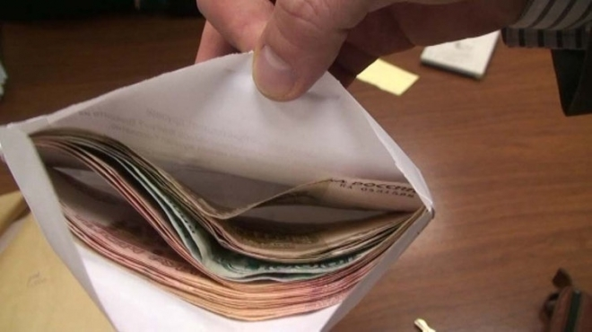 155 тысяч рублей заплатит пьяный водитель за попытку дать взятку