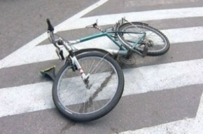 Женщина на иномарке сбила велосипедиста