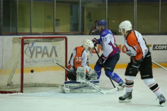 Хоккейные болельщики в Волжске увидели девять заброшенных шайб.