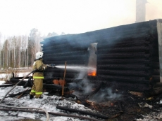 В Марий Эл на пожаре погибла семья — мать-старушка и 56-летний сын