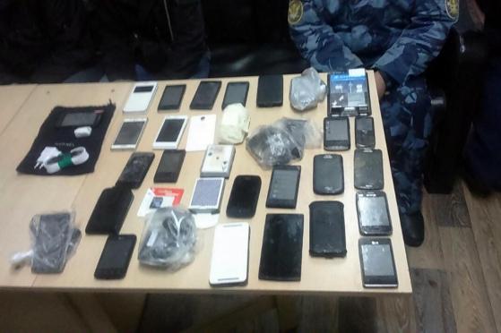 Майора УФСИН задержали сотрудники собственной безопасности с партией контрабандных телефонов