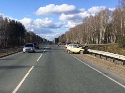 На Казанском тракте «Ока» после встречи с «МАЗом» протаранила дорожное ограждение