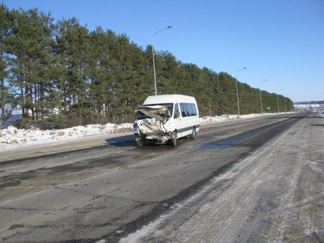 В Марий Эл пассажирский микроавтобус попал в аварию. Есть пострадавшие
