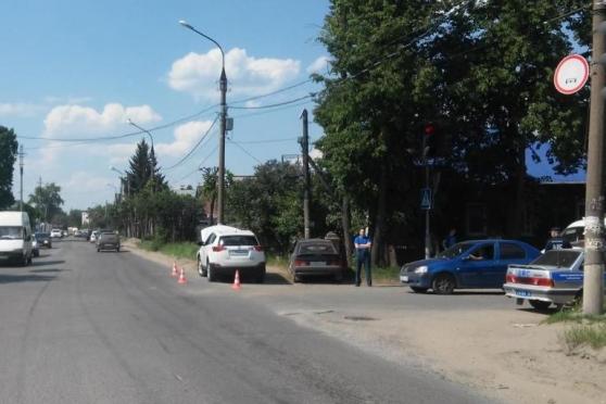 В Йошкар-Оле две автоледи не поделили перекресток