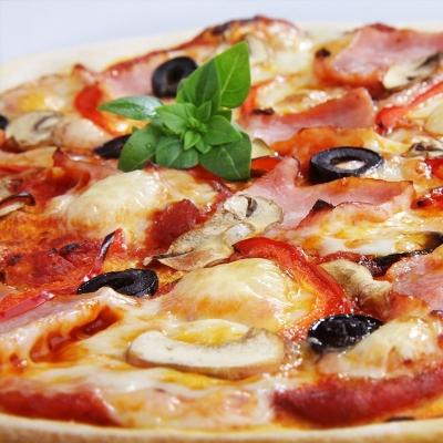 Пицца: классическая итальянская и сладкая десертная