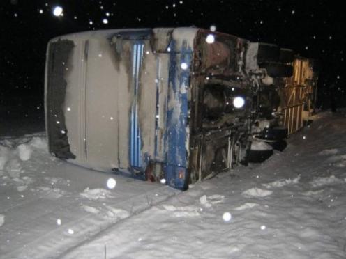Автобус с детьми, следовавший из Казани, съехал в кювет на трассе в Марий Эл