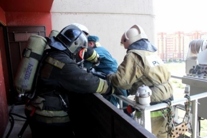 Огнеборцы «спасали» сомбатхейскую высотку от условного огня