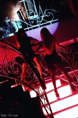 Зажигательные танцы в клубе