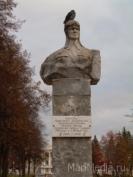 На табличке памятника-бюста Наты Бабушкиной исправили ошибку