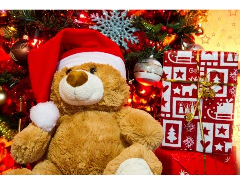 Обездоленным детям собирают рождественские подарки всем миром