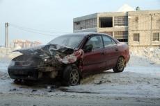 Три человека попали в больницу в результате столкновения ВАЗ-21074 и иномарки