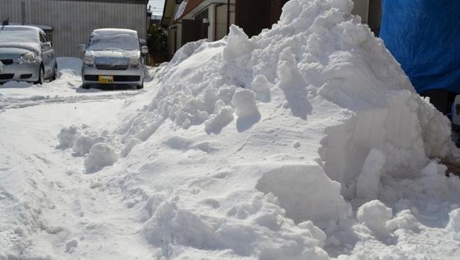 Под колёса снегоуборочного трактора попала 9-летняя девочка