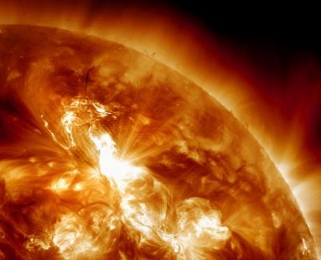 Мощная вспышка на Солнце может вызвать магнитную бурю