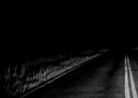 Пьяная женщина бросилась под колеса легкового автомобиля